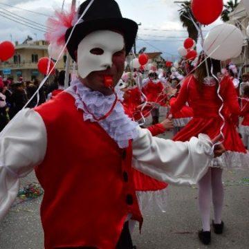 Ο Δήμος Αθηναίων φορά τα γιορτινά του και περιμένει μικρούς και μεγάλους!