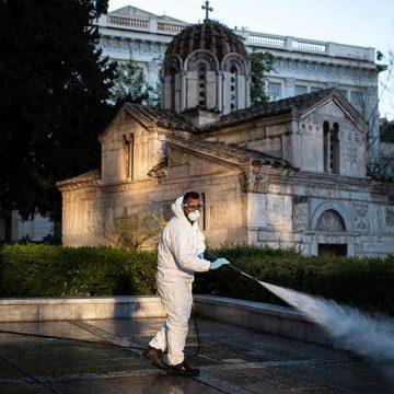 Bloomberg: Οι ταπεινοί Ελληνες δείχνουν στον κόσμο πώς να διαχειριστεί την πανδημία