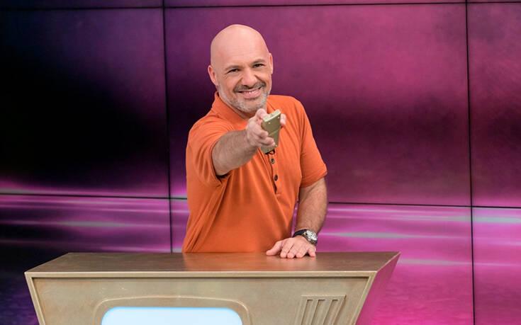 """Ο Νίκος Μουτσινάς Χορεύει πάλι την """"Σταυρούλα"""" και οχι μόνος αυτή την φορά."""