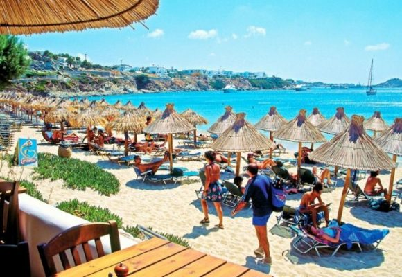 Ανοίγουν το Σαββατοκύριακο οι οργανωμένες παραλίες.