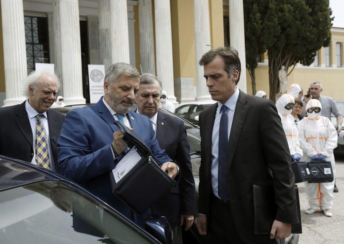 Οι Κινητές Ομάδες Επισκέψεων στο Σπίτι (ΚΟΕΣ) ξεκινούν σήμερα τη διενέργεια διαγνωστικών τεστ για τον κορωνοϊό, με βάση το στρατηγικό επιδημιολογικό σχέδιο της Περιφέρειας Αττικής και του ΙΣΑ ΕΡΜΗΣ.