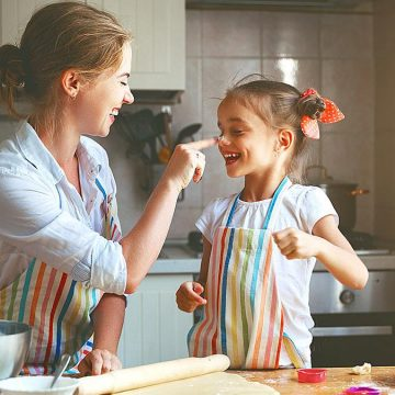 7 λόγοι για να μάθετε στα παιδιά να μαγειρεύουν στην καραντίνα