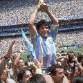 Πέθανε ο θεός του ποδοσφαίρου Ντιέγκο Μαραντόνα