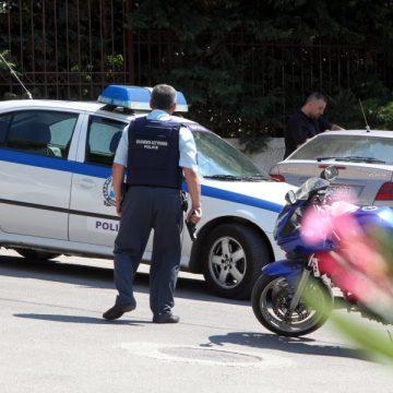 Παραδόθηκε στην αστυνομία ο 47χρονος που πυροβόλησε τον αδερφό του λίγο πριν τις 14:00 το μεσημέρι του περασμένου Σαββάτου στην οδό Εσπερίδων στην Κηφισιά.